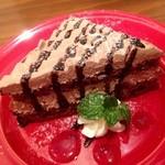 アモーラ ピッツァ - セットに200円で付けられる日替りデザートのチョコレートケーキ(ジェラートと選べます)