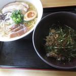 大島 - いりこラーメン、ミニチャーシュー丼セット¥780