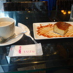 SUZU CAFE - SUZU特製チャイと焦がしキャラメルの濃厚チーズケーキ