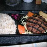 牛肉100%直火網焼きステーキハンバーグ弁当