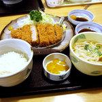 味の民芸 - ロースカツ定食A、1050円、赤だしをミニうどんに変更で+105円。