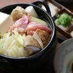 やけぼっくい - 鶏鍋・特製白濁スープ(鶏もも・白才・椎茸・白葱・豆腐)950円。