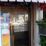 キングタコス - お店の入口です。自分でドアを引くタイプです。オリオン生樽が呼んでます。
