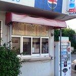 キングタコス - お店の外にはテイクアウトコーナーがあります。