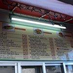キングタコス - テイクアウトの価格表です。中で食べてもテイクアウトしても同じ価格なんですね。