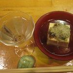 四季のおでん - お通し お豆腐ととろろ昆布