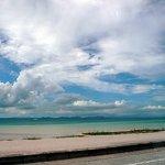 キングタコス - 海中道路にやってきました。海が見えて来ましたよ。沖縄~って感じになってきました。