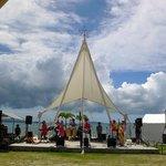 キングタコス - ビーチサイドではミニコンサートが行われていました。沢山の人がノリノリで聞いていましたよ。