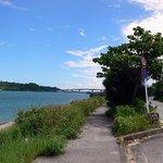 キングタコス - 浜比嘉島に渡る橋が見えてますね。帰りにちょこっと寄ってみましょうか。