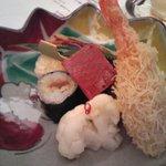 Shouwanomorikurumaya - 焼物八寸(魚小串焼・紅葉麩・巻寿司・酢取物・海老錦揚・串物・近江蒟蒻・鳥つくね)