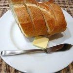 グリル小川 - まずはパンをって。