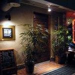 錦家 - お店の概観です。焼き鳥屋さんとは思えない落ち着いた雰囲気ですね。