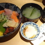 魚がし鮨 - 鯵タタキ丼:650円