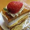 ボン・ガトー - 料理写真:「苺のミルフィーユ ¥330 ※H26.3現在です」