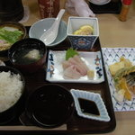 有楽すし - デラックス定食(840円)