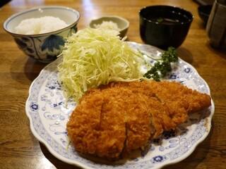 とんかつ ゆたか - ロースかつ定食 1950円。