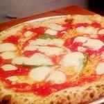 Oca - 料理写真:マルゲリータ ~モッツァレラ、バジル、トマトソースの定番ピッツァ~