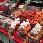琉球菓子処 琉宮 - 店頭でサーターアンダギー販売している