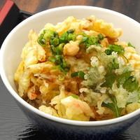 手打うどん 寿庵 - かき揚げ丼はタマネギ。サツマイモ、カボチャ、ニンジン、長ネギ入り。さくさくの揚げたて。