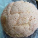 バンテルン - 桜メロンパン150円。春の時期限定のほのかな桜色したメロンパンです。