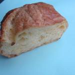 バンテルン - フレンチカスタード150円、フランスパンをフレンチトースト風にして中にカスタードクリームを挟んであります。