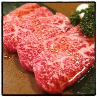 キムさんの店 - 上ロース(2,100円)。肉自体の旨味がしっかり感じられ、かつ、脂の甘味も上品で、あっさり目のモミダレがとてもマッチしていました
