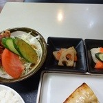 ケトル - サラダと小鉢