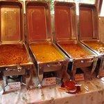 フンザダルバル - 手前から「野菜」「豆」「キーマ」「チキン」