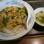 中華飯店 ごくう - にら丼大盛、付いてくるスープ
