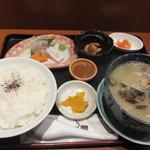 博多海鮮丼屋 どん舞 - 暫く待つと注文した貝汁定食850円が運ばれてきました。