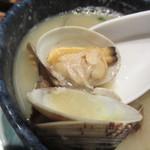 博多海鮮丼屋 どん舞 - アサリは量が多いだけでなく一つ一つが大粒のアサリです。
