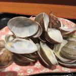 博多海鮮丼屋 どん舞 - 食べ終った時にはアサリの貝殻が山盛になってました。