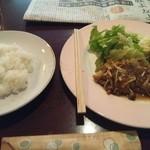 ニース - 日替わりは豚のリヨン風。食後のコーヒーが付いて500円。