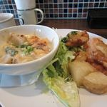 ユルリサロン×ハナウタカフェ - 里芋と鶏肉の豆乳のグラタン+ジャガイモとチキンのスイートチリソース