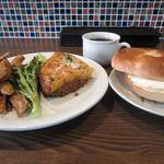 ユルリサロン×ハナウタカフェ - 挽き肉とジャガイモの重ね焼き+蓮根と鶏肉の蜂蜜米酢の炒め煮+ベークルとクリームチーズ