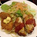 24947827 - 白身フライ サクサクで中の魚がジューシーでふわふわ美味い!(^^)タルタルソースで!(^^)                       鶏肉ピタカ 卵で来るんで焼いています。                       自家製の美味しいケチャップで!(^^)