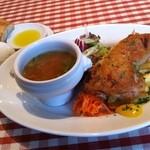 サラマンジェ・シュウ - チキン・コンフィPlate(10種類の野菜スープ・サラダ・自家製パン付き)