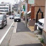 fika. - 覚王山西交差点からこの坂を下りて右側
