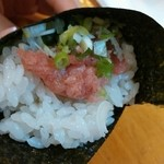 割烹 寿司魚かね - 並にぎり¥900のネギトロ手巻き
