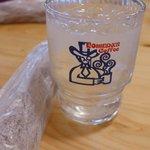 コメダ珈琲店 - お水と温かいおしぼりがサービス