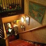 グリル一平 - 階段を上がって2Fへ