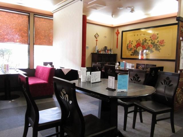 剣閣 - 中華風な装飾が施された店内様子 喫煙。