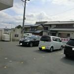 ラ・メール・ブランシュ - メインの駐車場