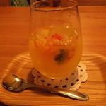 カフェ ムーンフォレスト - 生フルーツたっぷりサングリア白ワイン 500円 夜までカフェメニュー