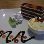 カフェ ムーンフォレスト - キャラメルナッツチョコケーキ ドリンク付き600円
