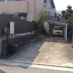 そば処 鴟尾 - 駐車場。 頑張ればあと2台停めれるのかな?