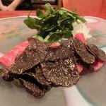 にくの匠 三芳 - 軽く炙った近江牛のサーロインをトリュフで