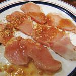 アカシ - カシワ。                             鶏の胸肉かなぁ。焼いても全然パサパサしなくて、柔らかくて美味しかったです。