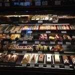 バーゼル - 焼き菓子、生菓子のショーケース