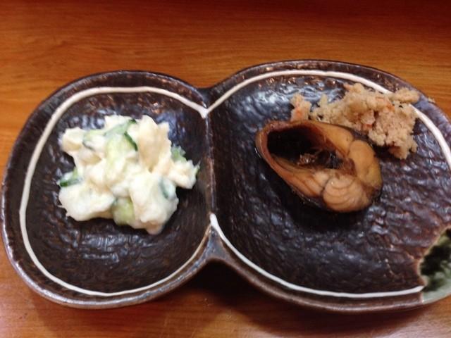 松江市の常宿の近くの大好きな御食事処 叢雲。この日は親父さんに二人分蟹を用意してもらいました。先ずは : 叢雲